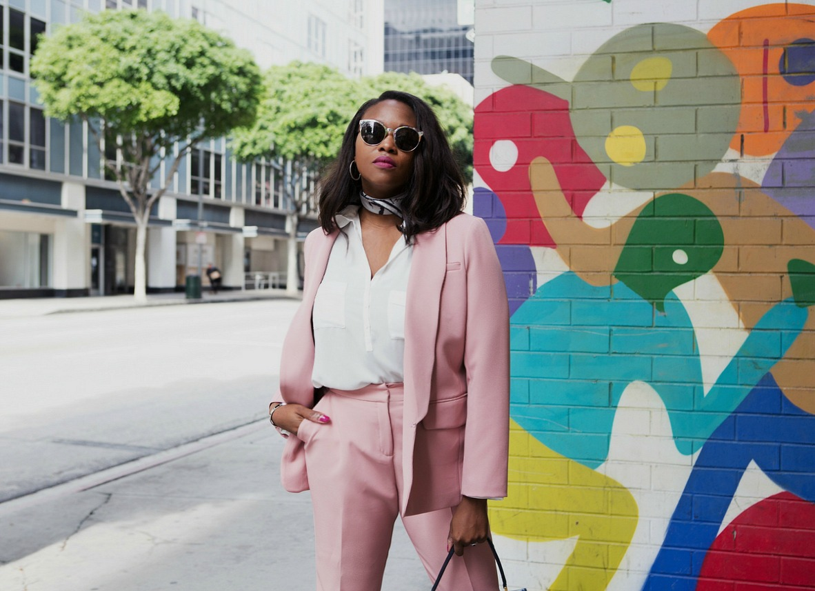 Power-suiting-pocket-pose-pink-suit-melissa-chataigne-stylist