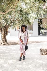 heidi_merrick_dress_style_blogger_melissa_chataigne_legs_crossed