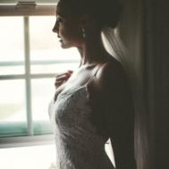 Chloe_moore_photography_melissa_Chataigne_style_elise_side_bride